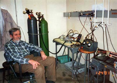John Dash with Irina Savvatimova's experiment, 2001.
